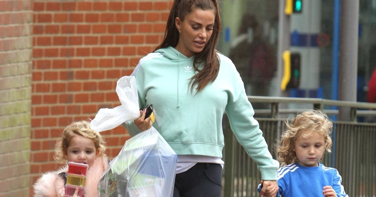 Katie Price Stocks Up On Doggy Poo Bags As She Takes Jett And Bunny Shopping Fashionbehindthescene